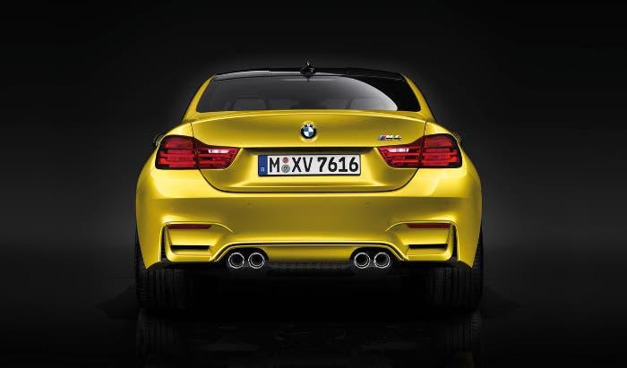 Vista trasera BMW M4 2014