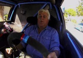 Jay Leno en un Mini Cooper con dos motores
