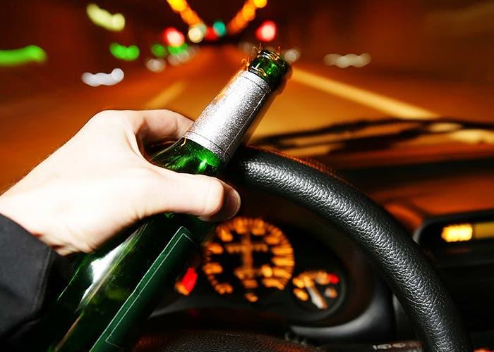 Conduciendo con la botella