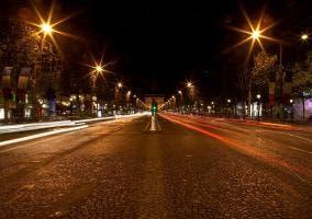 Calle de París de noche