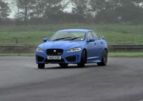 Chris Harris derrapando en el Jaguar XFR-S