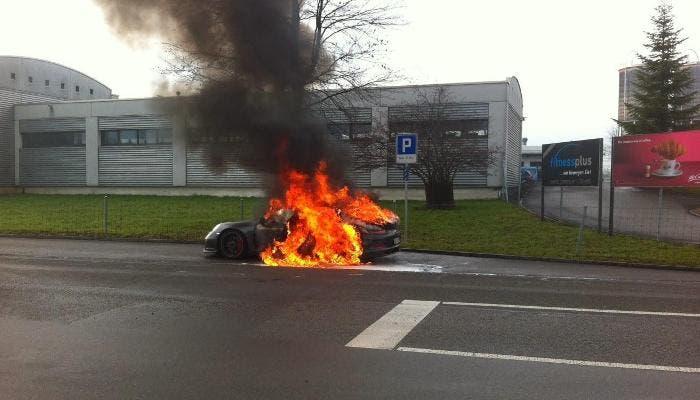 Porsche 911 GT3 ardiendo