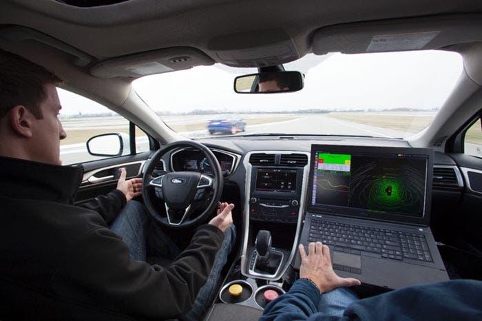 Ingenieros de Ford probando la conducción autónoma