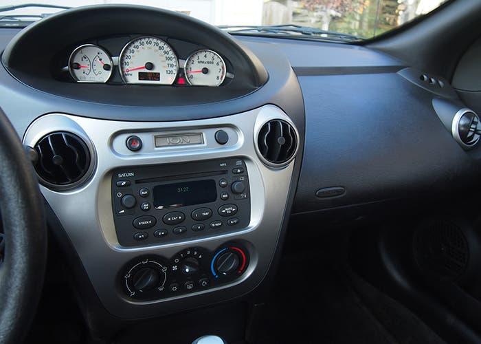 Consola y airbag del Saturn ION