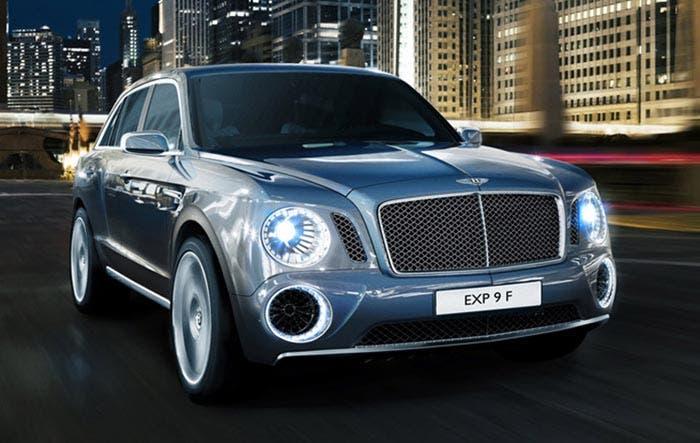 Frontal del SUV de Bentley