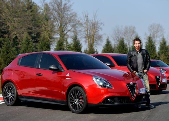 Jorge Lorenzo con los Giulietta, Mito y 4C rojos