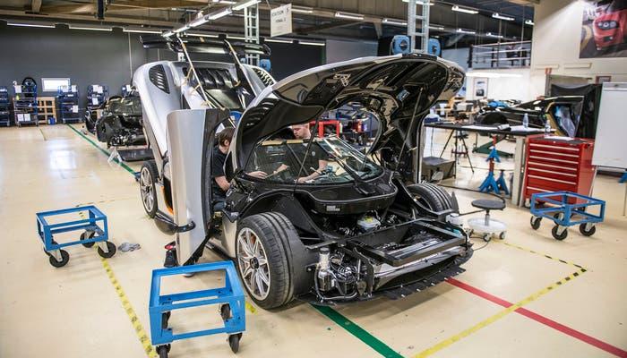 Koenigsegg One producción vista delantera sin paragolpes