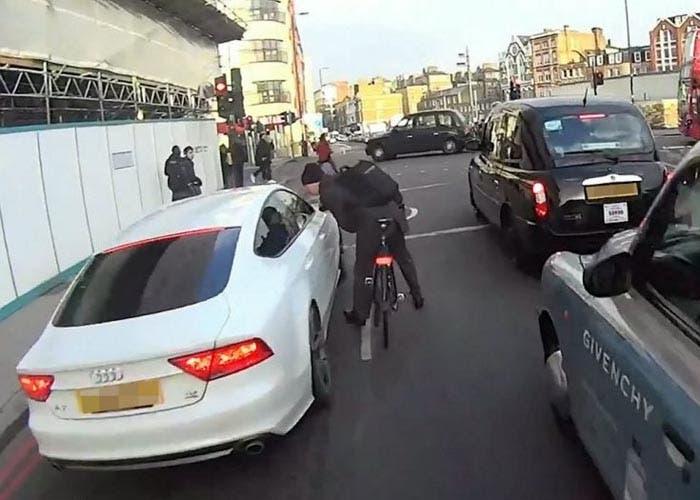 Ciclista y Audi A7