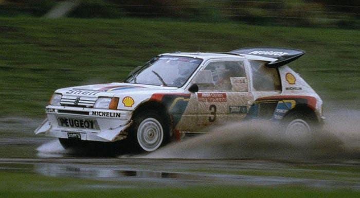 Peugeot 205 a fuego