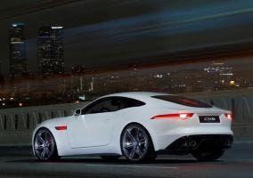 Trasera del Jaguar F-Type