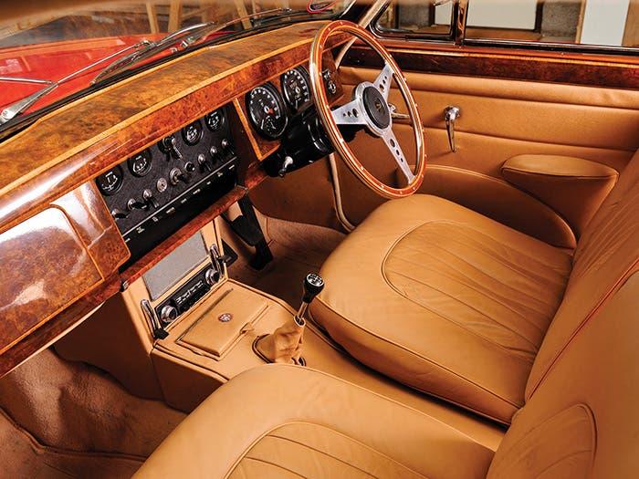 Interior muy cuidado del Jaguar Mark II
