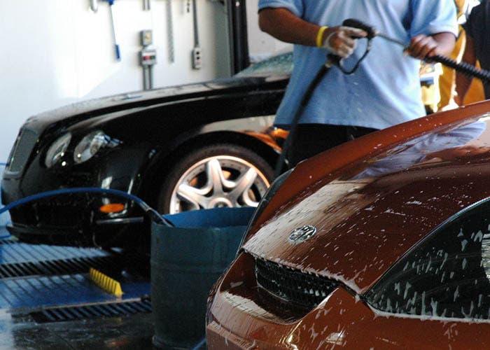 Limpiando el exterior del coche