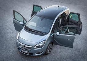 Opel Meriva con las puertas abiertas