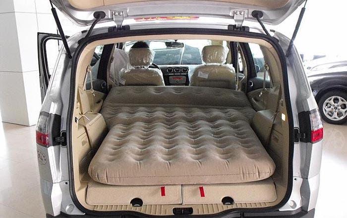 El colch n hinchable para el coche - El mejor colchon para descansar ...