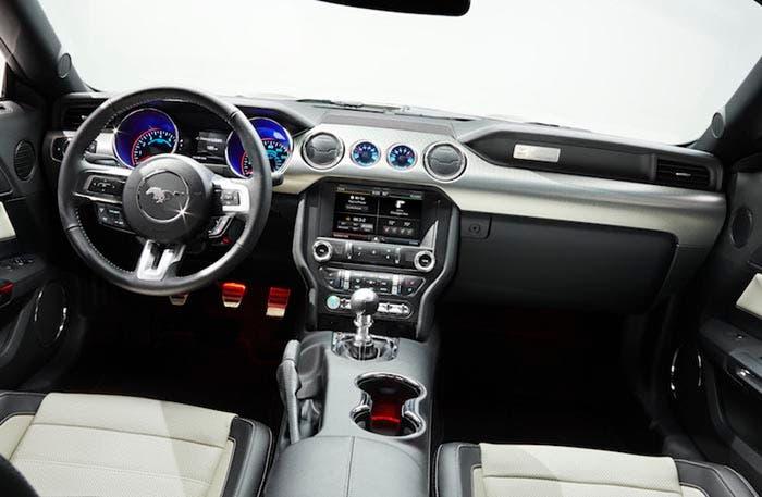 Interior del Ford Mustang 50 Aniversario