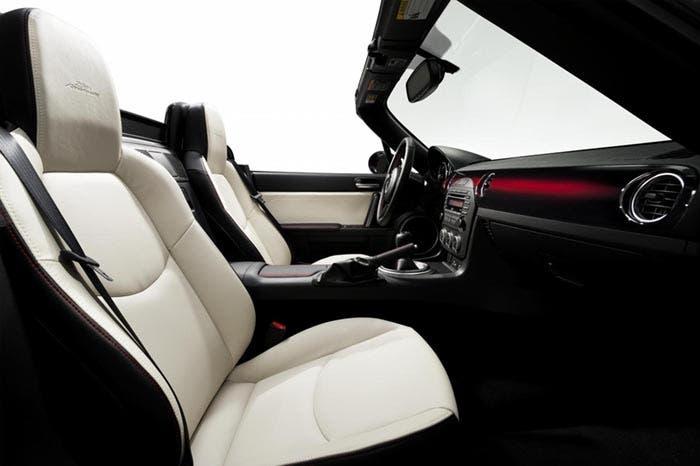Interior del Mazda MX-5 Edición 25 aniversario