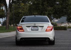 Las luces traseras del Mercedes Clase C