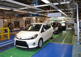 Toyota Yaris Hybrid en la cadena de producción