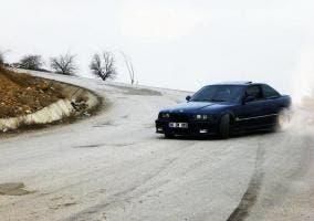 BMW M3 E36 haciendo drifting