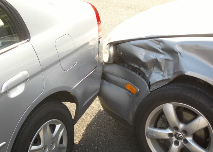 Golpe entre dos coches