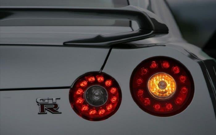 Pilotos traseros de un Nissan GT-R