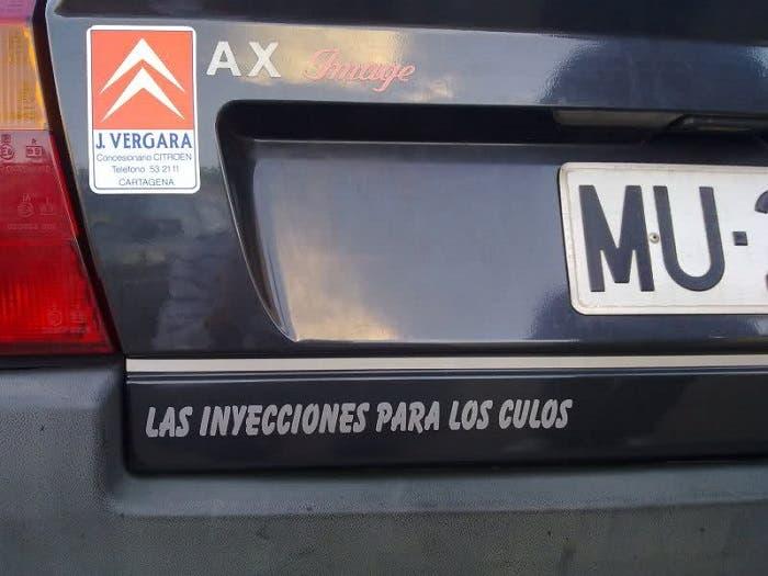 Citroën Ax con curiosa pegatina