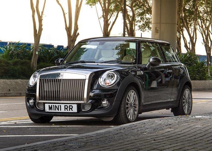 Mini con la calandra de un Rolls Royce