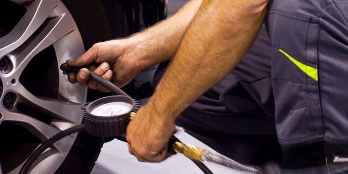 Revisar presión neumaticos
