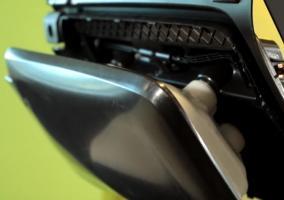 Así funciona el nuevo airbag de rodilla del Ford Mustang
