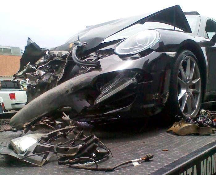 Porsche siniestrado en grúa