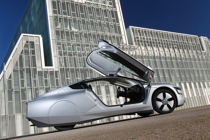 Volkswagen XL1 con las puertas abiertas