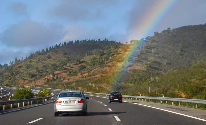 Autopista de tres carriles