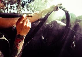 Conductor fumando