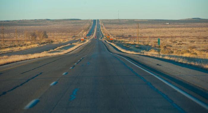 Recta y larga carretera