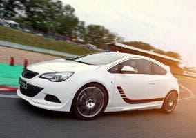 Irmscher Opel Astra GTC en circuito