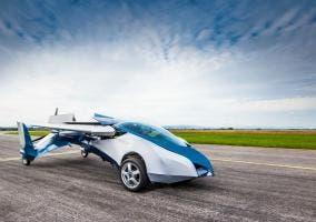 Vista frontal y lateral del coche volador Aeromobil 2.5