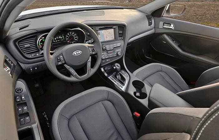 Interior del Kia Optima Hybrid