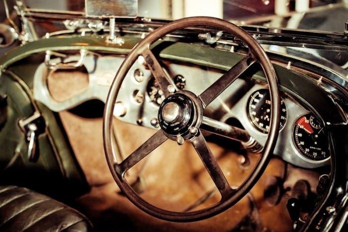 Volante de coche antiguo