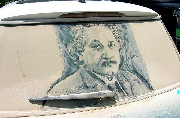 Albert Einstein en la luna trasera