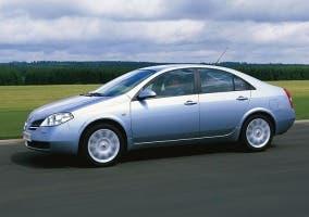 Vista lateral del Nissan Primera