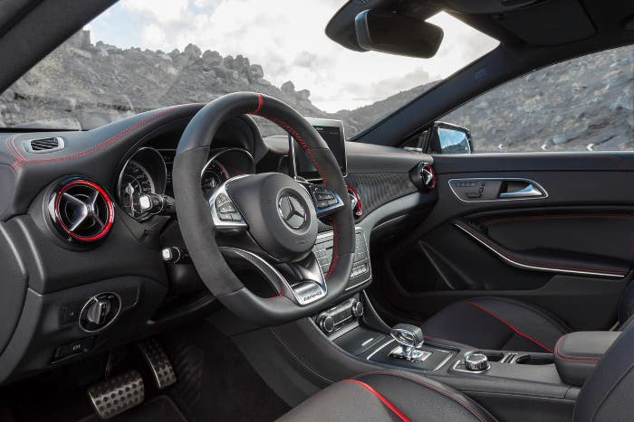 Vista interior del Mercedes CLA 45 AMG