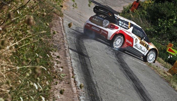 Citroën DS3 WRC en una prueba de asfalto