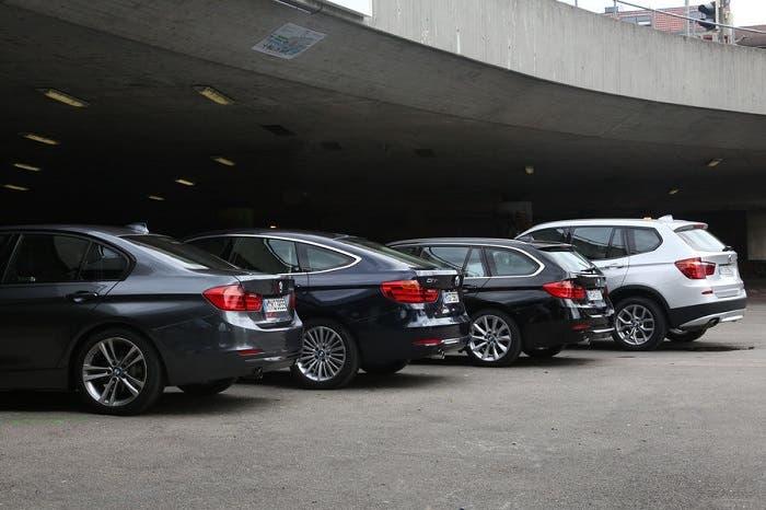 Cuatro BMW aparcados