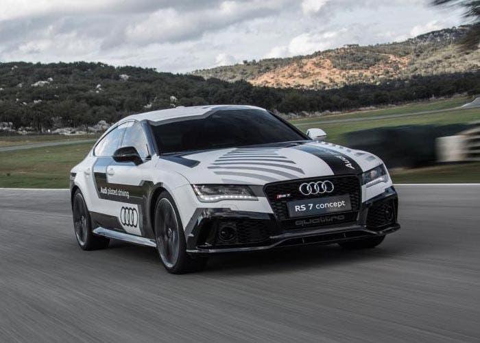 Vuelta en el circuito de Ascari del Audi RS 7 Piloted Drivin Concpet