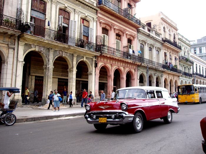 Coche clásico en la Cuba comunista