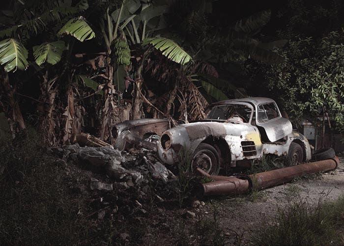 Encuentran un Mercedes 300 SL abandonado en Cuba