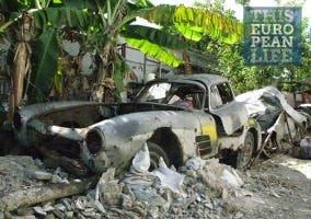 Mercedes 300 SL en estado de descomposición en Cuba