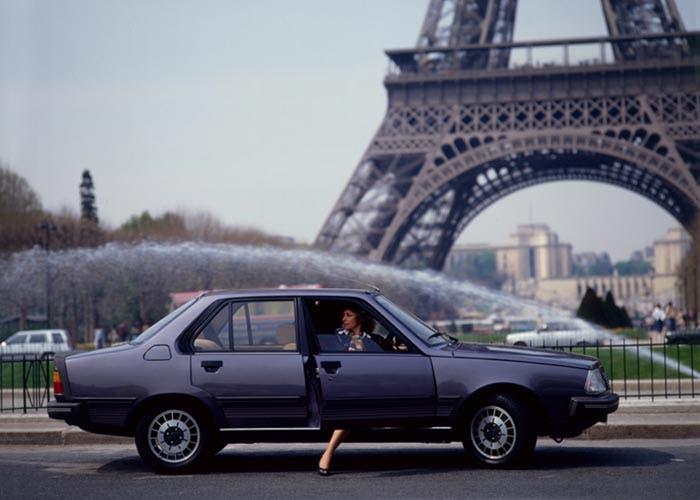Renault 18 en la Torre Eiffel
