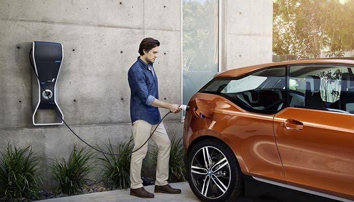 Recarga de BMW i3 eléctrico