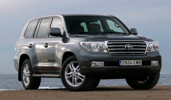 Toyota Land Cruiser 200 4x4